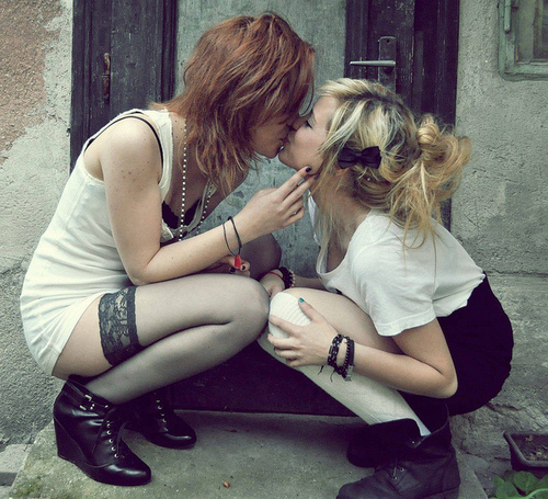 Girls Kiss